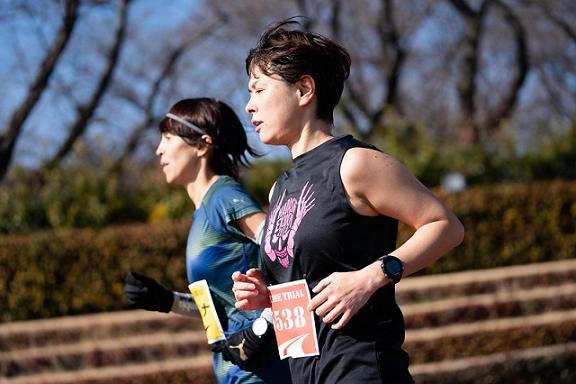 マラソンをする二人の女性